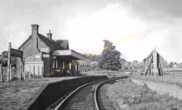 Carisbrooke Railway Station Photo. Newport - Calbourne. Freshwater Line. (8).