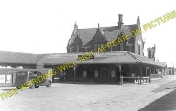 Carnarvon Railway Station Photo. Bangor - Dinas Junction. L&NWR. (1)