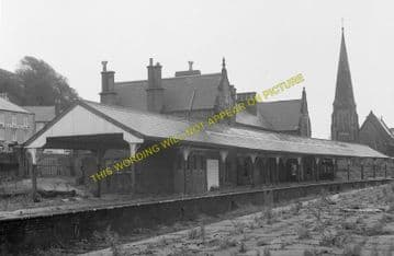 Carnarvon Railway Station Photo. Bangor - Dinas Junction. L&NWR. (13)