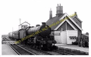 Castle Ashby & Earls Barton Railway Station Photo. Northampton Line. (2)