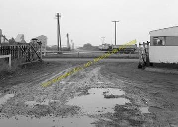 Castle Ashby & Earls Barton Railway Station Photo. Northampton Line. (4)