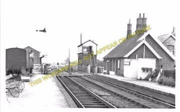 Castle Ashby & Earls Barton Railway Station Photo. Northampton Line. (7)