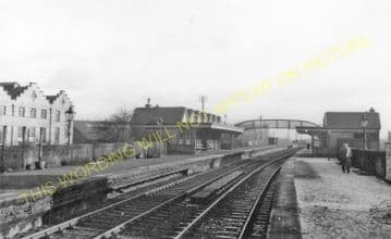Clydebank Central Railway Station Photo. Yoker - Dalmuir (1).