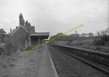 Corton Railway Station Photo. Lowestoft - Hopton. Great Yarmouth Line. (9)