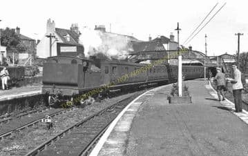 Cowes Railway Station Photo. Newport Line. Isle of Wight. (29)