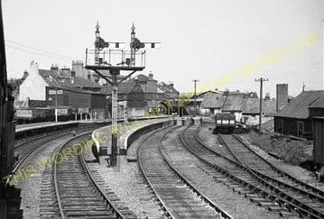 Cowes Railway Station Photo. Newport Line. Isle of Wight. (34)