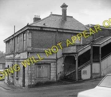 Cowes Railway Station Photo. Newport Line. Isle of Wight. (4)