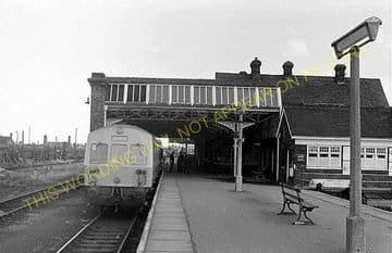 Cromer Beach Railway Station Photo. Sheringham Line. M&GNR. (14)
