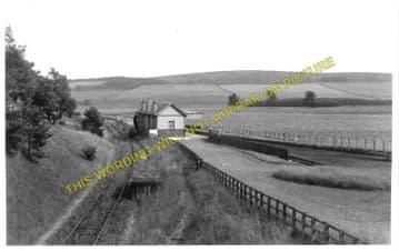 Dolphinton Railway Station Photo. Dunsyre - Broomlee. North British Railway (1)..