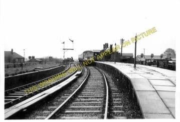 Dunstable North Railway Station Photo. Standridgeford Line. LNWR. (4)
