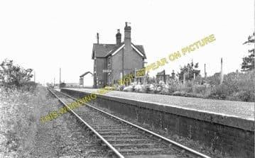 Easton Court Railway Station Photo. Woofferton - Tenbury Wells. GWR + L&NWR. (1)..