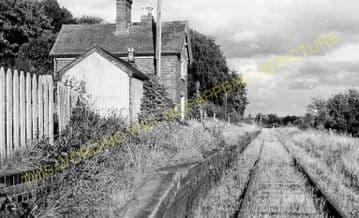 Easton Court Railway Station Photo. Woofferton - Tenbury Wells. GWR + L&NWR. (3)