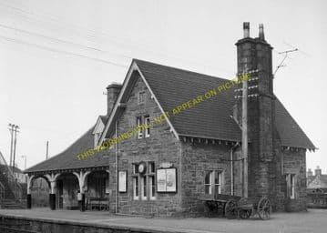 Golspie Railway Station Photo. The Mound - Dunrobin. Brora Line. Highland. (1)