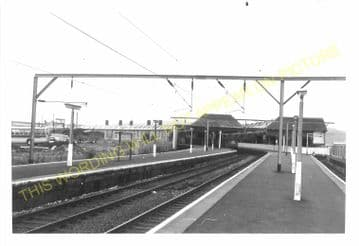 Gourock Railway Station Photo. Greenock and Port Glasgow Line. Caledonian. (8)