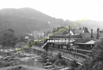 Llangollen Railway Station Photo. Berwyn - Trevor. Corwen to Wrexham Line. (16)