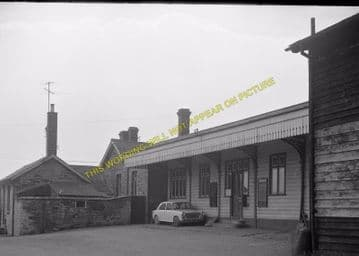 Seaton & Uppingham Railway Station Photo. Rockingham - Morcott. L&NWR (18)