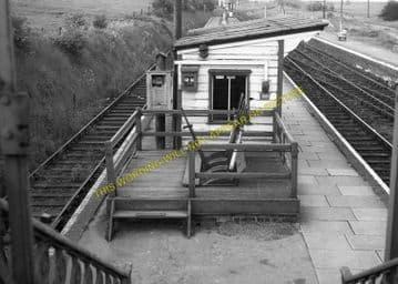 Seaton & Uppingham Railway Station Photo. Rockingham - Morcott. L&NWR. (14)