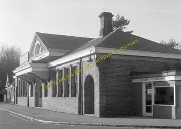 Tadworth & Walton-on-the-Hill Railway Station Photo. Tattenham Corner Line. (16)