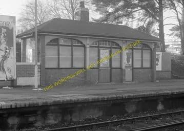 Tadworth & Walton-on-the-Hill Railway Station Photo. Tattenham Corner Line. (18)