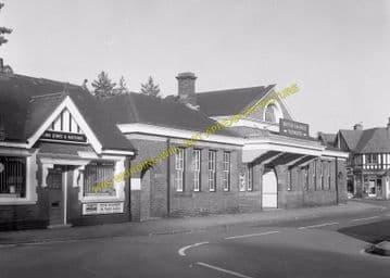 Tadworth & Walton-on-the-Hill Railway Station Photo. Tattenham Corner Line. (30)