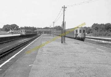 Tattenham Corner Railway Station Photo. Tadworth, Chipstead and Purley Line (11)