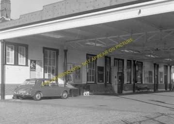 Tattenham Corner Railway Station Photo. Tadworth, Chipstead and Purley Line (13)