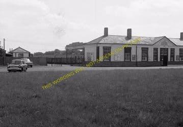 Tattenham Corner Railway Station Photo. Tadworth, Chipstead and Purley Line (21)