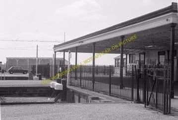 Tattenham Corner Railway Station Photo. Tadworth, Chipstead and Purley Line (22)