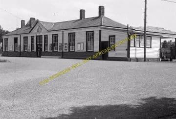 Tattenham Corner Railway Station Photo. Tadworth, Chipstead and Purley Line (25)