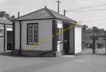 Tattenham Corner Railway Station Photo. Tadworth, Chipstead and Purley Line (27)