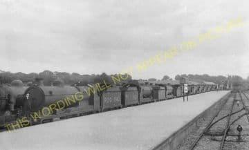 Tattenham Corner Railway Station Photo. Tadworth, Chipstead and Purley Line (32)