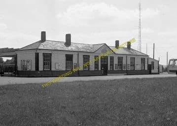 Tattenham Corner Railway Station Photo. Tadworth, Chipstead and Purley Line. (5)