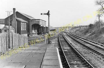 Uppingham Railway Station Photo. Seaton Line. London & North Western Railway (8)