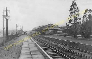 Walton on Thames Railway Station Photo. Esher - Weybridge. L&SWR. (2)..