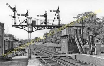 Walton on Thames Railway Station Photo. Esher - Weybridge. L&SWR. (3)
