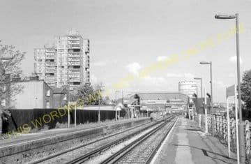 Wandsworth Road Railway Station Photo. Victoria - Clapham. Brixton Line. (6)
