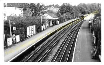 West Finchley Railway Station Photo. Finchley - Totteridge. High Barnet Line (2)