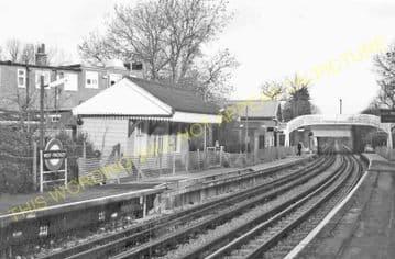 West Finchley Railway Station Photo. Finchley - Totteridge. High Barnet Line (4)