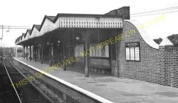 White Hart Lane Railway Station Photo. Tottenham - Edmonton. Enfield Line. (2)..