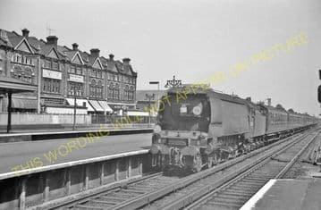 Woking Railway Station Photo. Byfleet to Brookwood and Worplesdon Lines. (7)