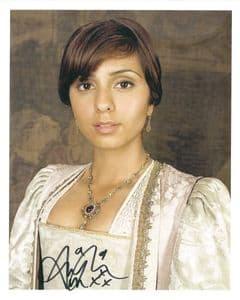 ANJLI MOHINDRA Sarah Jane Adventures, Genuine signed Autographs 10 x 8 COA 8404